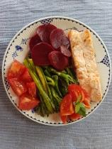 Salmon_Beetroot_Aspargus_Broccoli-Tomato